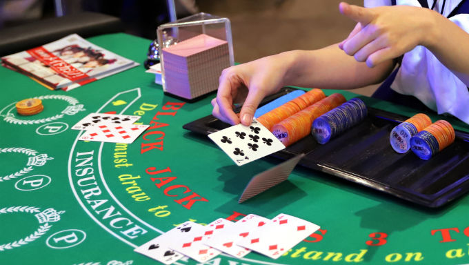 5 Common Mistakes People Make When Playing Online Blackjack | Casino Ad