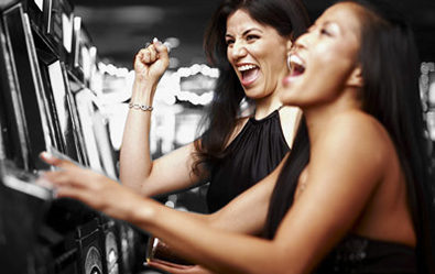 Why More and More Women are Gambling Online